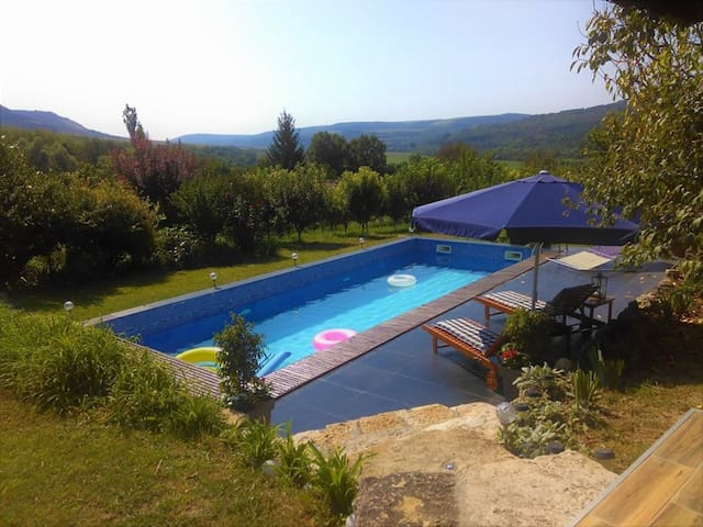 Peaceful,Sun,Own Pool! Get away from the Crowds!!