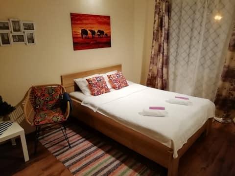 位于美丽干净区域的舒适公寓。