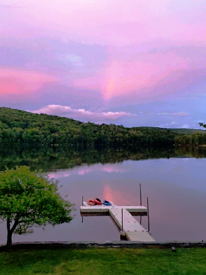 Swan Lake paradise with amenities galore