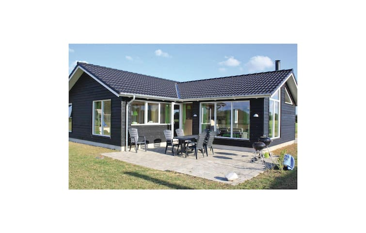 Holiday cottage with 4 bedrooms on 119 m² in Ansager