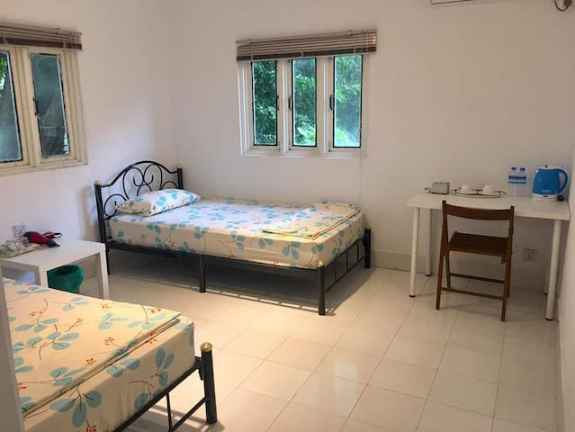 Roly Airport Residence-Twin bed room
