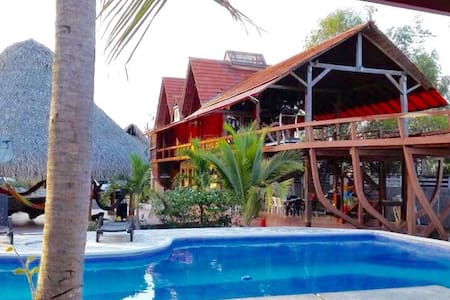 Beautiful House in the form of Boat in front of th - Panamá  - Zomerhuis/Cottage