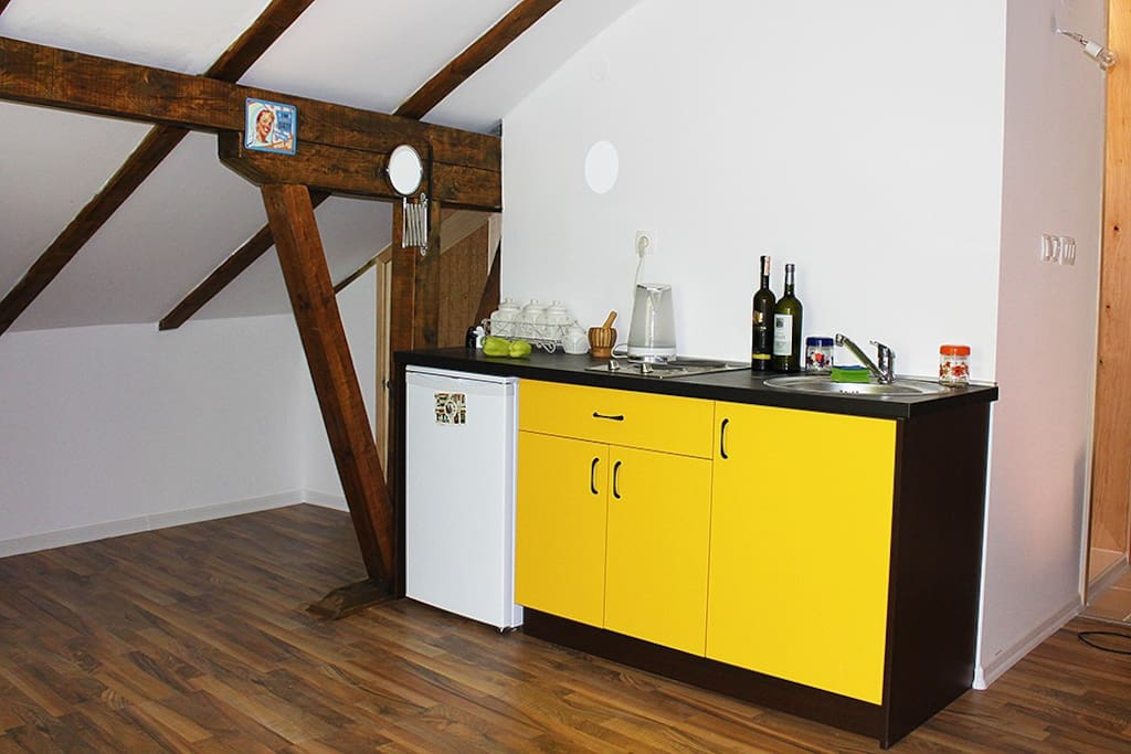 Fully equiped small kitchen.