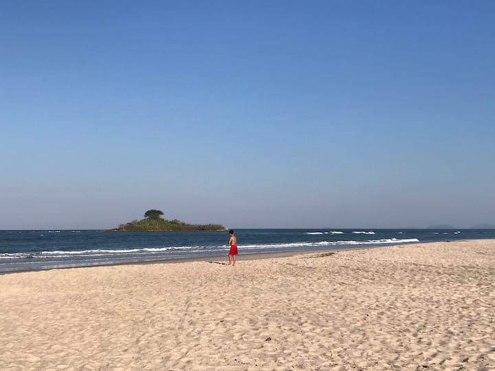 CASA MEIA QUADRA DA PRAIA - Barra do Saí-PR
