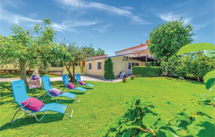 Holiday cottage with 2 bedrooms on 60m² in Medulin