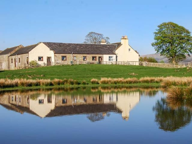 THE GRANARY, pet friendly, with a garden in Sanquhar, Ref 926039