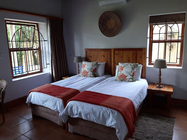 At the Woods Guest House-Twin Room
