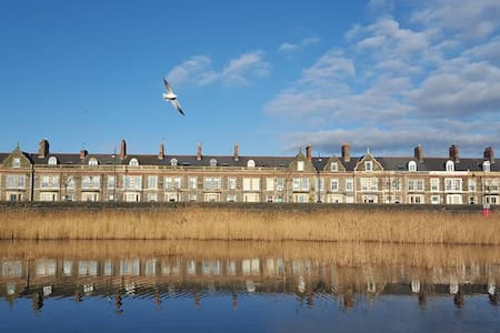 Grade II listed family home with stunning views - Cardiff - House