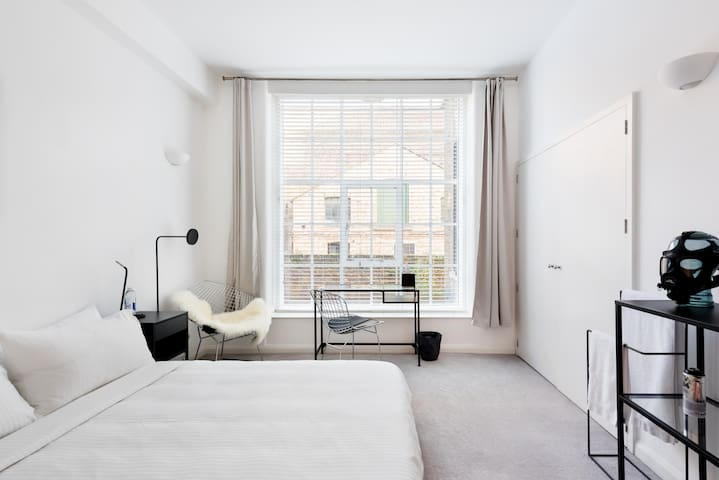 Kingsize Bed, Warehouse Conversion, Shoreditch
