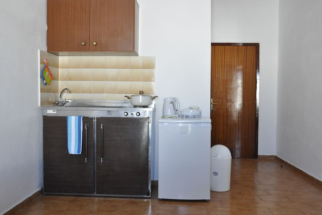 The fully equiped kitchenette