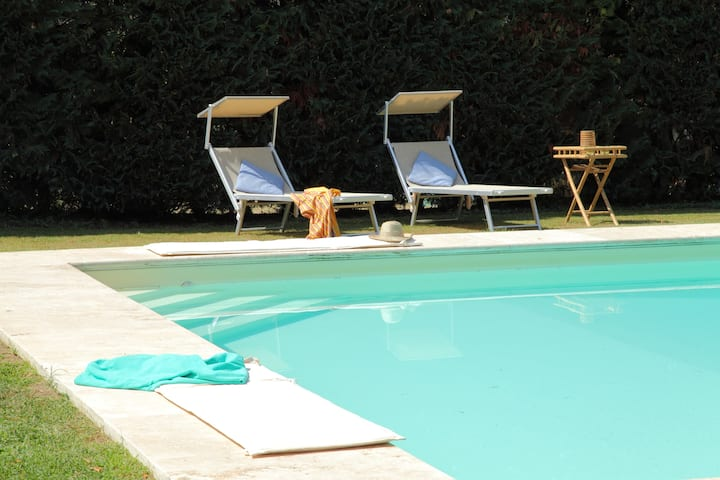 Home in Florence with pool and garden