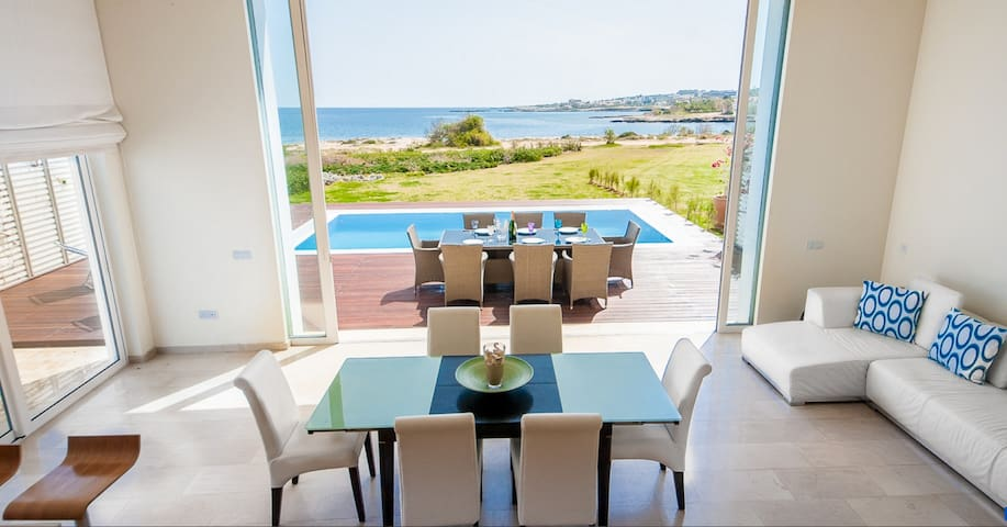 Stunning Bay View Villa 20 Right On The Beach