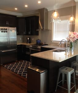 Modern 2BD/2BA Condo - Boston