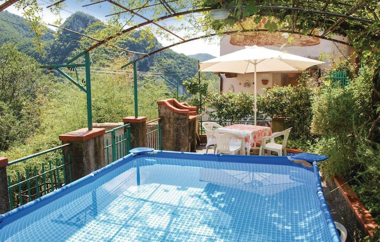 Amazing house in Casoli with outdoor swimming pool - Casoli - 獨棟