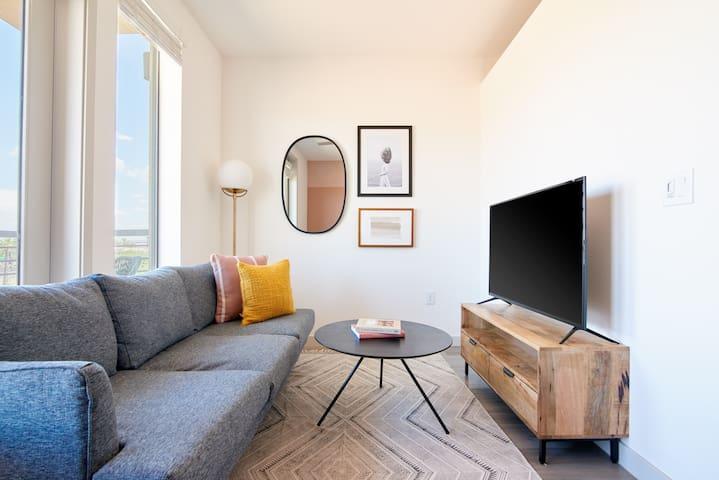 Sonder | Hance Park | Warm Studio + Balcony