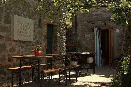 Medieval Tuscan Village Home - Benabbio - Apartamento