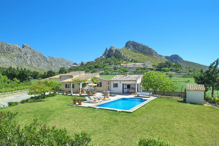 Beautiful Villa Moya with Private Pool and Great Mountain Views