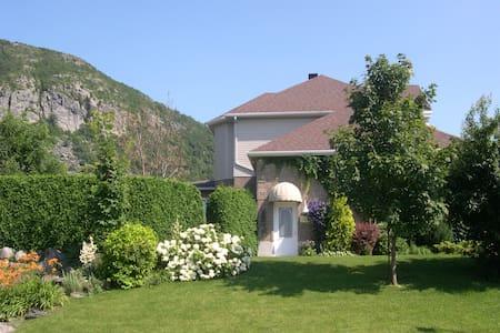 Cozy au pied du Mont Saint-Hilaire - Mont-Saint-Hilaire