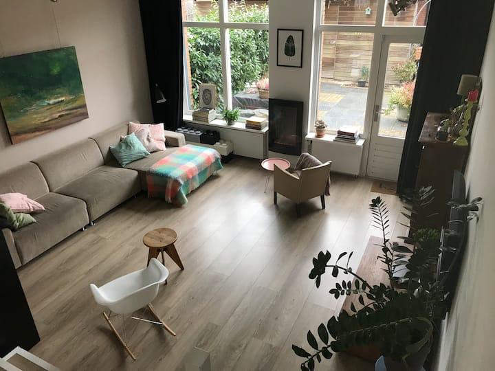 GARDEN Home in AMSTERDAM | FREE PARKING | sleeps 4