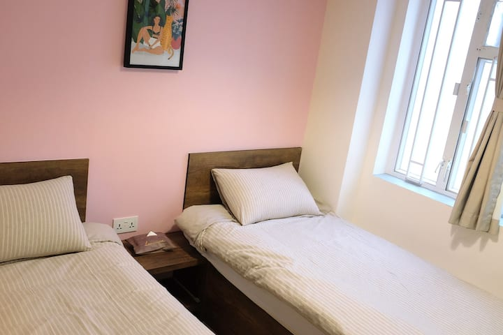 Standard Twin Room, Private Bathroom 2 Min to MTR