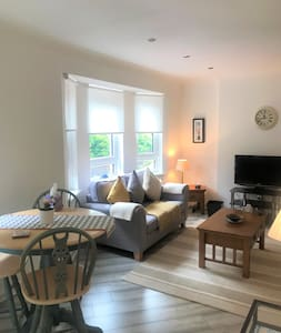 Cosy and Luxurious Two Bedroom Bearsden Apartment