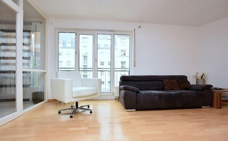 Helle, modern und direkt im Zentrum - Stuttgart - Appartement