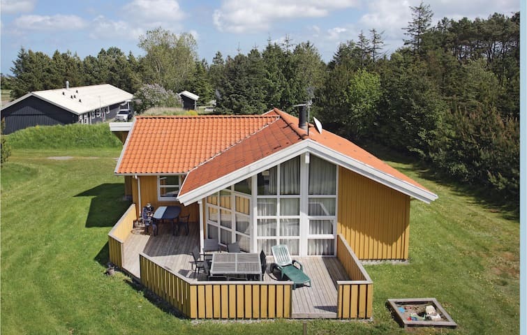 Holiday cottage with 4 bedrooms on 95 m² in Jerup