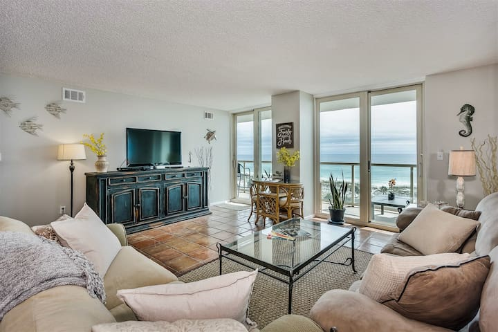 **NEW** BEACH FRONT 2 Bedroom 2 Bath Condo w/ Pool, Tennis Courts, Boat Ramp & More