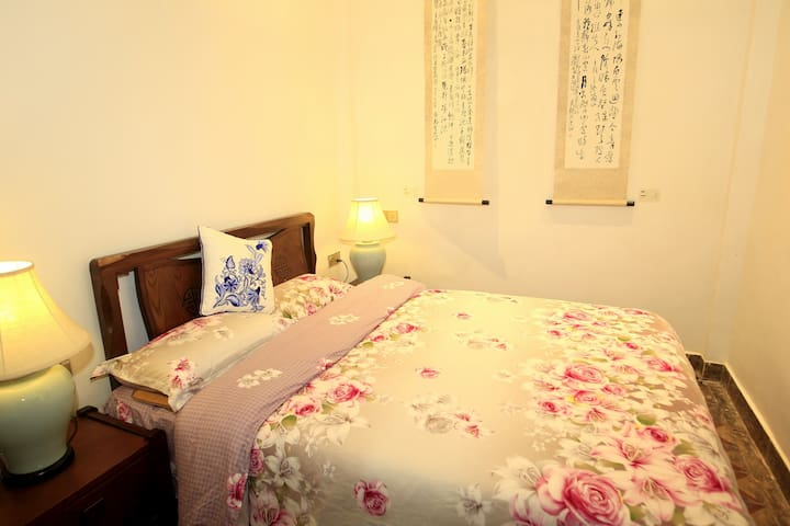 CANTON东山别院 -- 民国老别墅*一楼清幽大床房 - Guangzhou - House