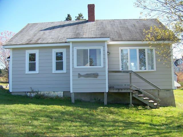 Charming 3 bedrm. Maine cottage - Cutler - Maison