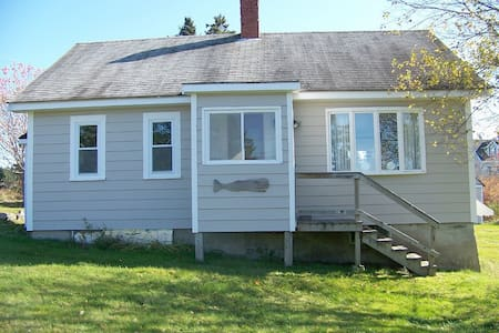 Charming 3 bedrm. Maine cottage - Cutler