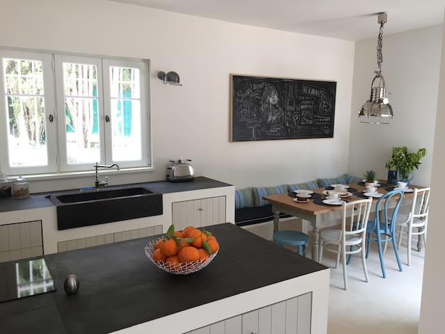 Lovely villa in a beautifull garden - Кавалер-сюр-Мер - Дом