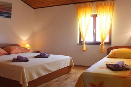 Strict center apartments RIV / Swimming pool/12ppl - Novalja - Lakás