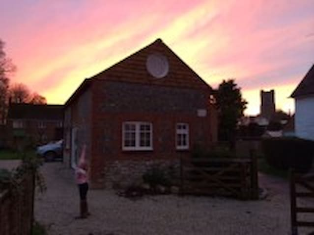 The Barn at Myrtle Cottage - Aldbourne
