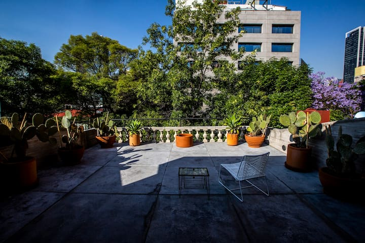 EXCLUSIVE 120 SQM. BROWNSTONE LOFT. PRIME LOCATION