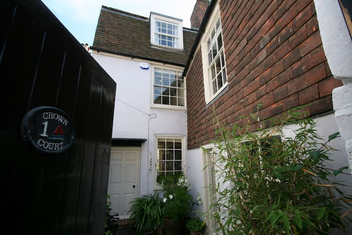 Charming and quirky, secluded seaside cottage - Deal - Dom