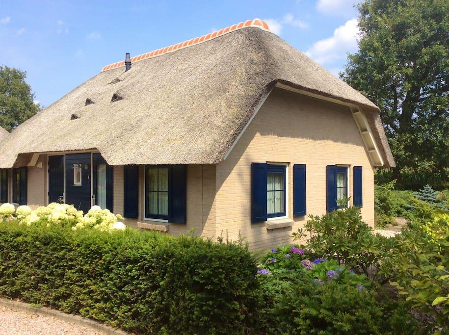 Romantische vrijstaande boerderij chalets te huur in for Woonboerderij te koop veluwe