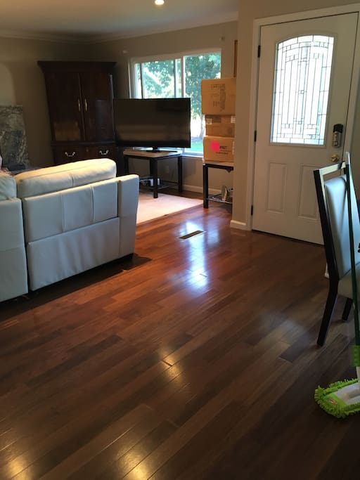 Hardwood floors thru out, contemporary