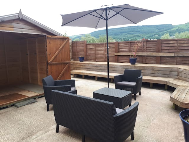 Cottage, Aberaman nr Brecon Beacons, Lock-Up, WiFi