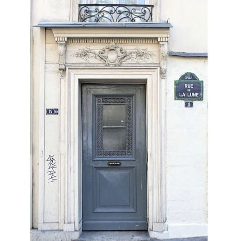 Cosy bright room in the heart of Paris!