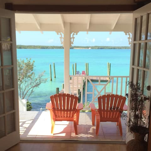 5 Minutes from Harbour Island - Palm Tree Cottage