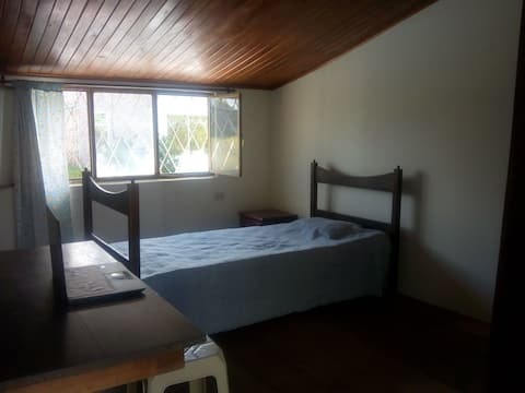 Quiet and huge room at North of Popayán.