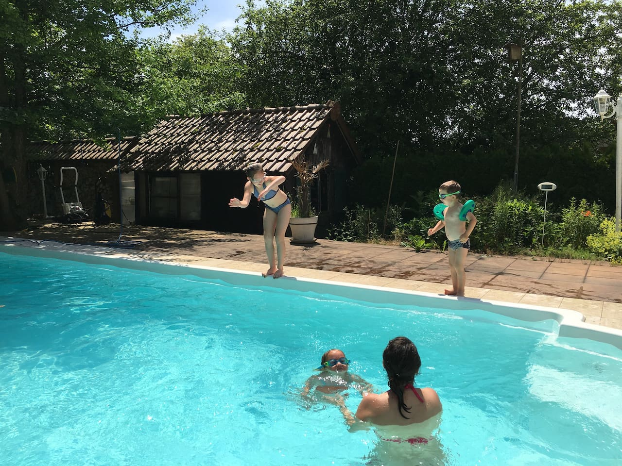 Swimmingpool bis Oktober auf 25 Grad beheizt.