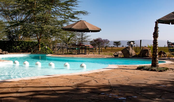 Ziwa Bush Lodge. Unique African Resort