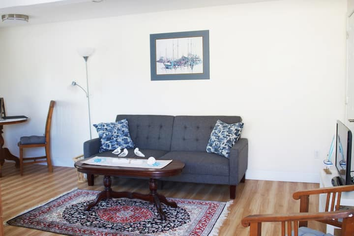 1 Bedroom Apartment By Harbor - Centrally Located