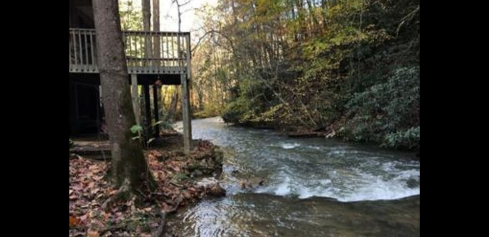 Waterfront Cabin by Pigeon Forge on Walden's Creek