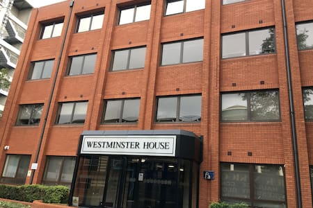 Westminster House - Serviced Apartment - Slough