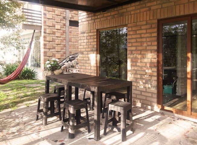 """Bambu Sierra"" Cozy Apartment & Garden - 101"
