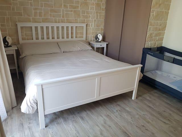 Chambre 3 avec lit parapuie