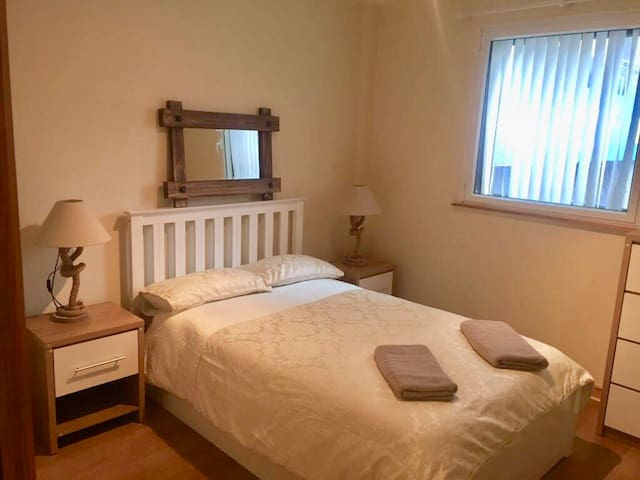 Nice tidy 2 bed flat at Foyle River walk+NETFLiX